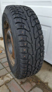 Pneus d'hiver condition excellente 215/70 R16 Jantes Inclus
