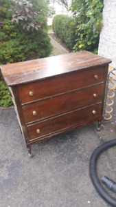 Bureau antique caissons et queue d'aronde 50$$$ wow