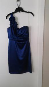 Robe de soirée ou de bal satinée bleu royale  (médium )