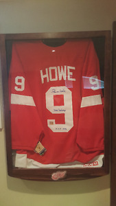 Rare Signed Gordie Howe Authentic Jersey in Glass Case Frame