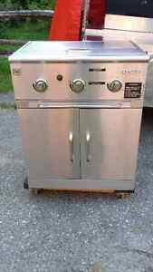 CENTRO BBQ VERY CLEAN IN MINT CONDITION