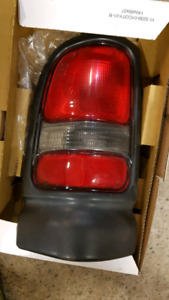 94 - 02 Dodge Ram Drivers Side Tail Light
