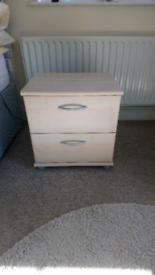 Set of 2 bedside cabinets