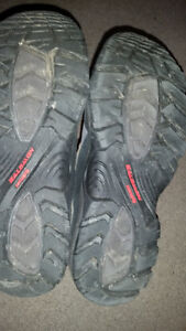 AWESOME SIZE 9 SALOMON SHOES IN GREAT CONDITION. ONLY 19$....... London Ontario image 3