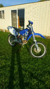 Yamaha yz400f ( dirt bike)