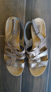 Clarks golden brown sandals womens 11