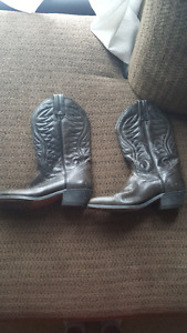 Woman's cowboy boots worn twice