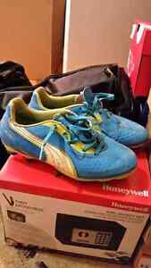 Kids Puma soccer cleats- size 3