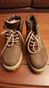 New weekenders boots size 1, paid $ 60 , will sell for $27