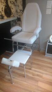 Chaise d'esthétique et Lampe a vendre