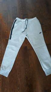 BRAND NEW Nike Tech Fleece Tapered Jogger pants
