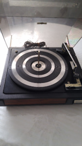 Turntable/ Table tournante, Realistic.