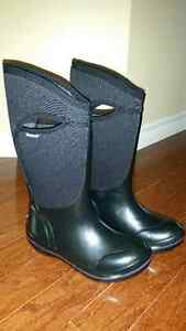 Bogs women's size 7 brand new in box