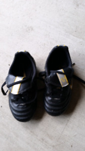 Kids very small soccer shoes size 9.5