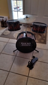 First act discovery child's drum kit