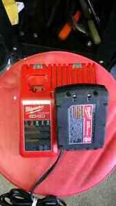 MILWAUKEE BATTERY AND M12 M18 CHARGER LIGHT USE