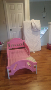 Toddler bed ,mattress and sheets reduced to sell!!