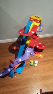 Go Go Smart Wheels Track + 2 cars by VTech