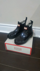 BRAND NEW size 6  WOMEN'S BLACK HUNTER CHELSEA RAIN BOOTS