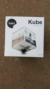 Kube Rotating picture frame