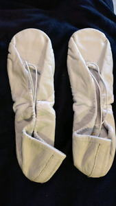 Ladies' white leather, split sole ballet slippers. Size 8?