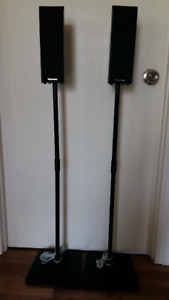 2Haut-Parleurs Panasonic avec fil 125watts ch avec supports.