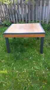 Wood table  80$ negotiable