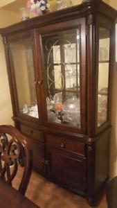 Big glass/wooden cabnet