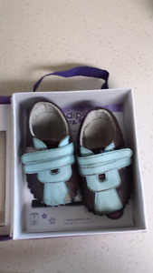 2 pairs of first-walker baby boy shoes