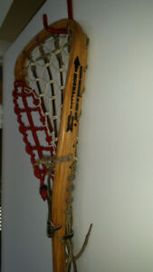 Crosses en bois Patterson (cordage de cuir neuf)
