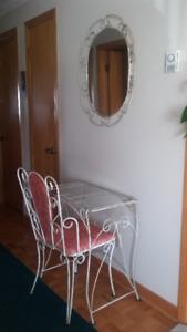 Ensemble table, chaise et miroir en fer forgé