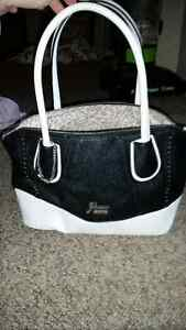 Guses purse London Ontario image 1