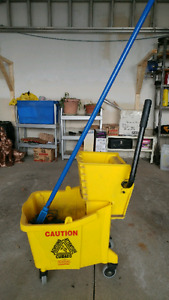 Bucket and Wringer side press/ Mop