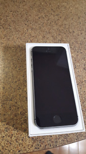 locked Iphone se 64gb like new to any carrier you want