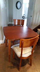 Solid wood table and chair set Kitchener / Waterloo Kitchener Area image 1