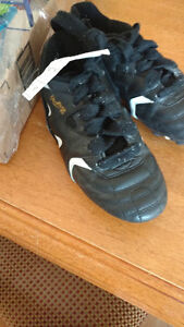 Soccer shoes youth 3