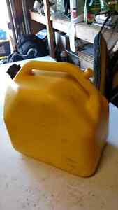 Gasoline 20L Shell V-Power + Jerry Can