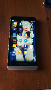 BlackBerry Z30 - Comes with rubber bumper