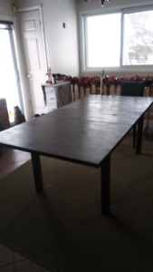LAMINATED DINING ROOM TABLE (ANTIQUE