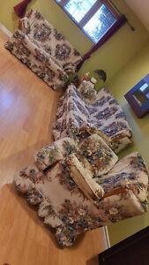Three piece Vintage Couch set Windsor Region Ontario image 4