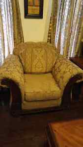 Single seater with carved wood work, very comfy in mint conditio