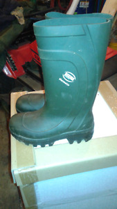 Belkina Csa approved rubber boots.