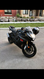 2016 GSXR 750 - ALMOST BRAND NEW , INCLUDES RIDING GEAR!