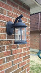 2 luminaires extérieurs / 2 outside lamps