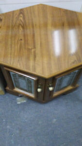gorgeous coffee and end table set 3pces Kingston Kingston Area image 4