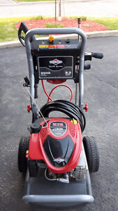 Briggs & Stratton Gas Pressure washer 2500 psi – Negociable