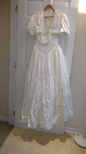 Sample wedding gowns.  UPCYCLE! $40 - DRESS 21