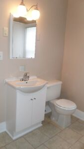 2 Bed, 1 Bath - Front of Semi - Downtown Btfd - Avail June 1