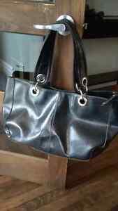 Beau sac a mains en cuir noir