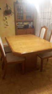 Solid Oak Wood Dining Table set, Sits 4-8 people!$280.00
